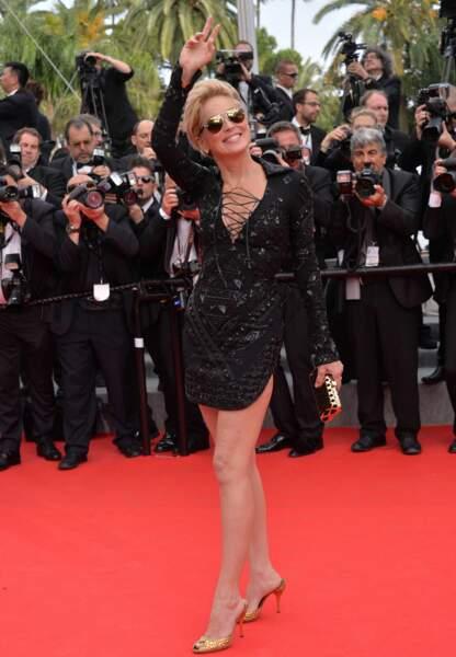 Sharon Stone en Emilio Pucci, minaudière Salvatore Ferragamo