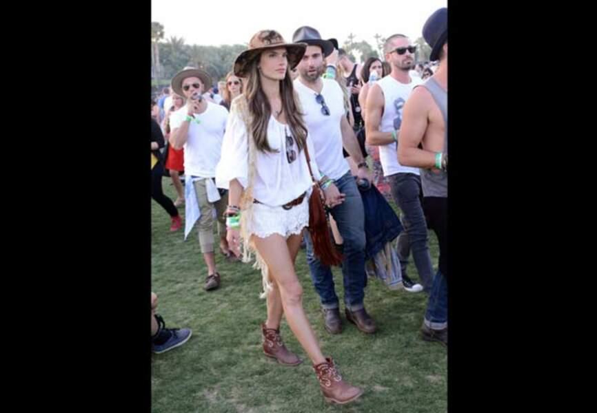 Alessandra Ambrosio en mode Caleen à Coachella