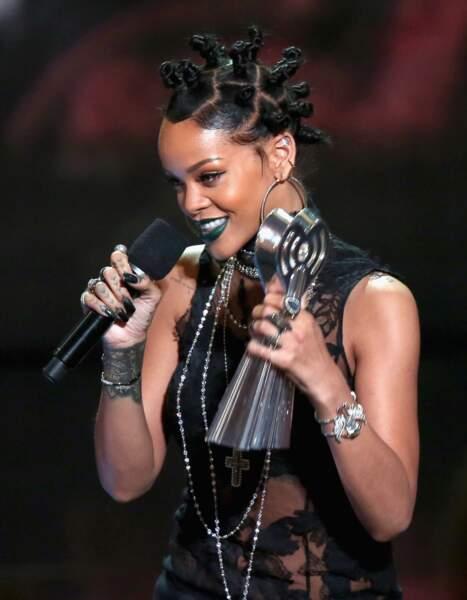 En mai 2014 Rihanna réussit à rendre les macarons très rock