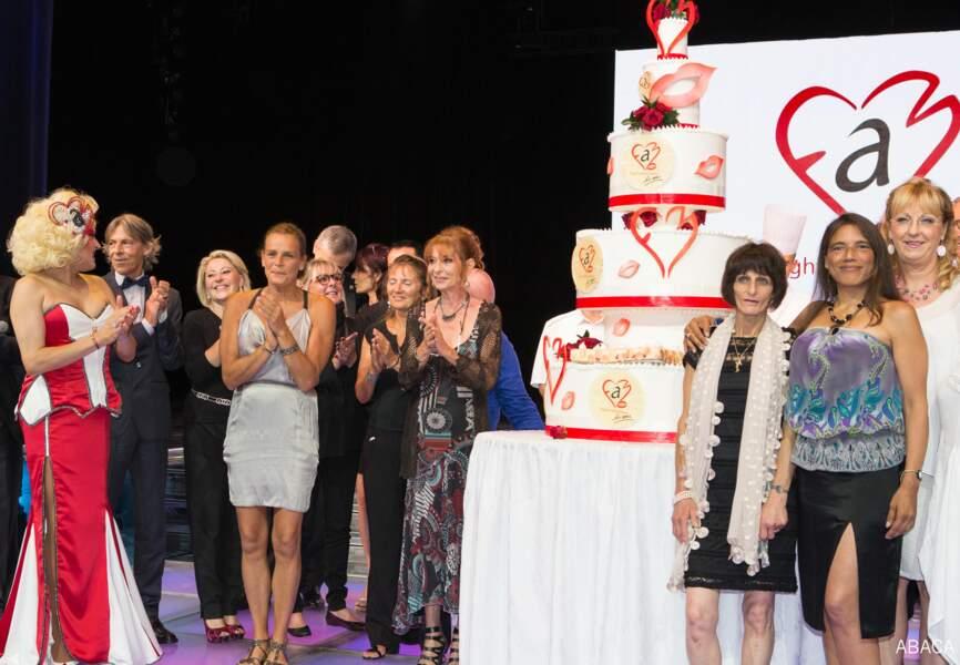 Comme en témoigne cet immense gâteau