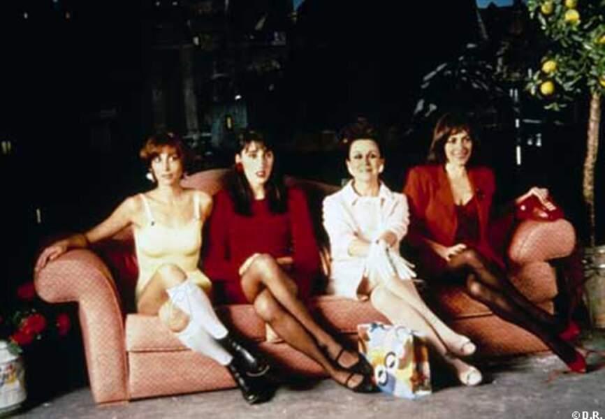 Rossy de Palm, Camen Maura et Julieta-Serrano dans Femmes au bord de la crise de nerf, en 1988