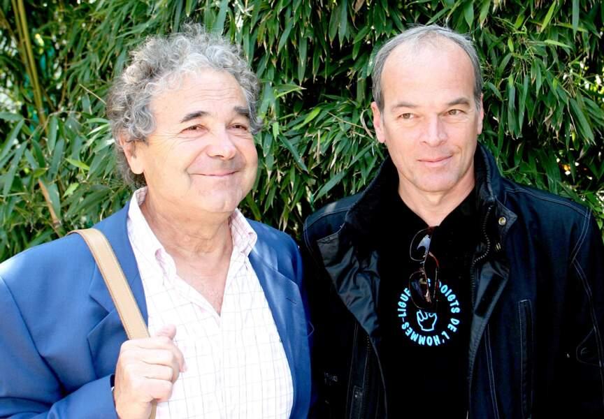 Cette fois-ci Laurent Baffie ne fait pas le malin, il se tient à côté de la légende Pierre Perret