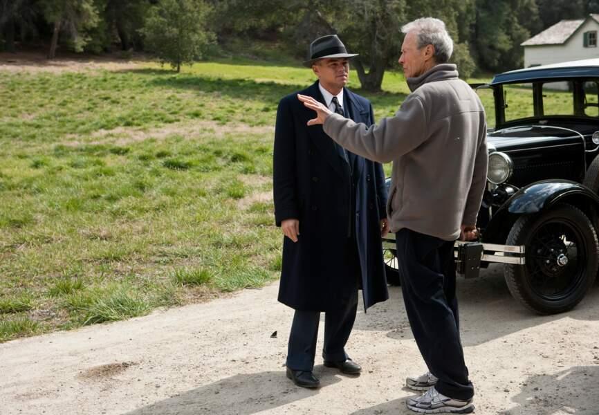 Clint Eastwood pendant le tournage de J. Edgar avec Leonardo DiCaprio