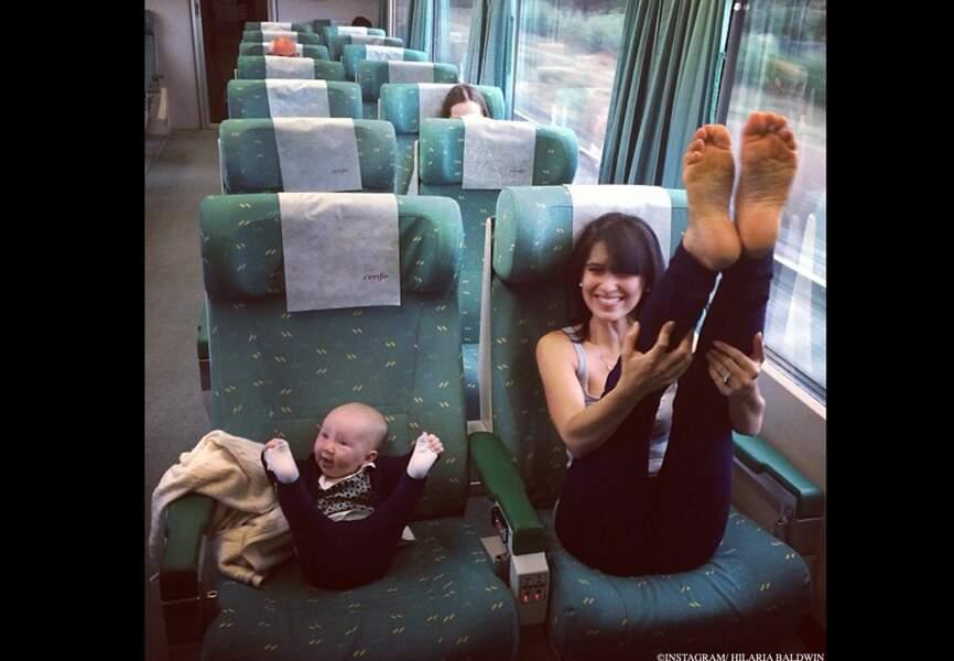 Duo mère-fille tout en souplesse dans les transports