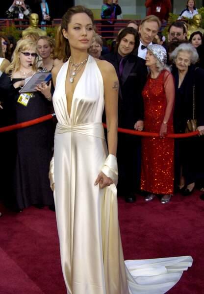 Angelina Jolie en Marc Bouwer aux Oscars en 2004