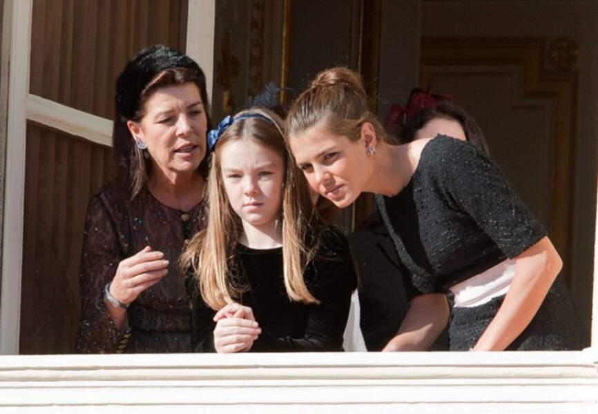Caroline, Alexandra et Charlotte complices au balcon du Palais Princier