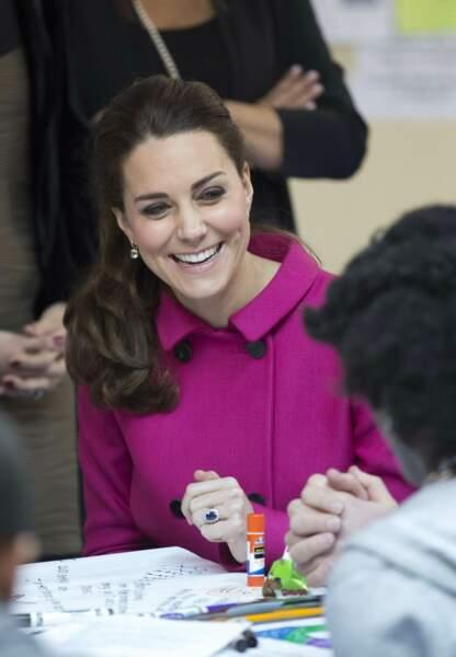 Tout sourire, princesse Kate profite de cet instant avec les adolescents