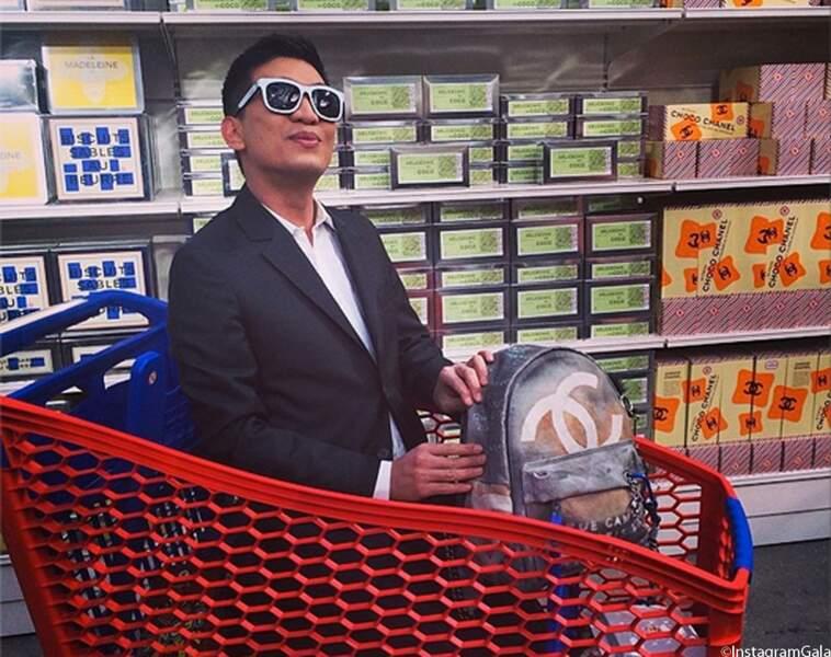 Au défilé Chanel, on fait aussi ses courses
