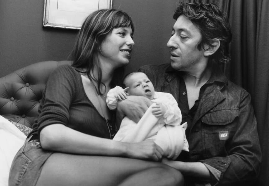 Charlotte Gainsbourg dans les bras de ses parents