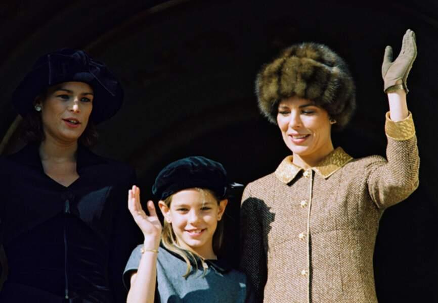 En novembre 1996 pour la Fête du Prince. Mères et filles chapeautées