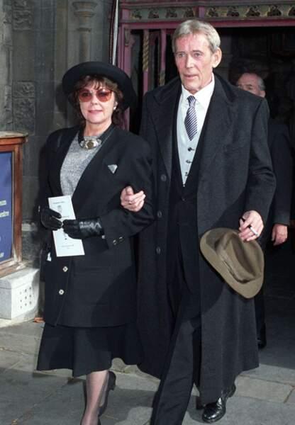 Peter O'Toole et sa femme aux obsèques de Laurence Olivier en 1989