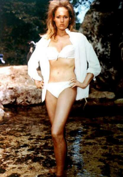 Ursula Andress dans James Bond contre Dr No