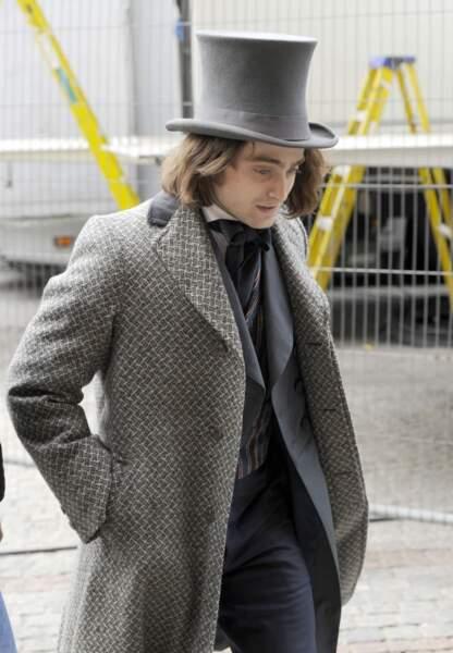 Le style de Daniel Radcliffe ne vous rappelle-t-il pas celui de Johnny Depp dans le rôle de Willy Wonka ?