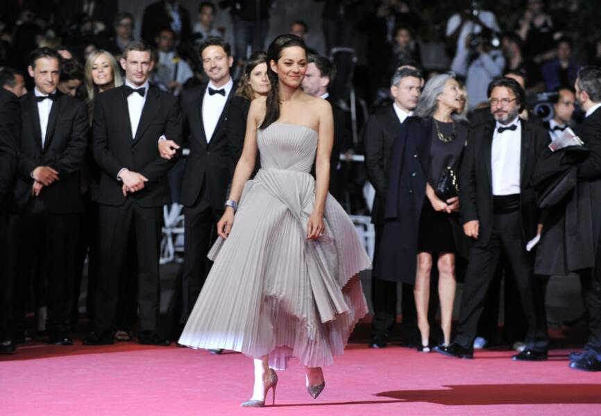 Marion Cotillard en Christian Dior, chaussures Louboutin
