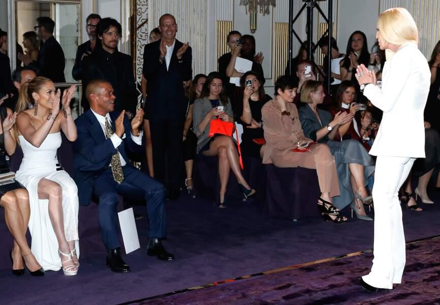 Jennifer Lopez applaudit à tout rompre le travail de Donatella Versace