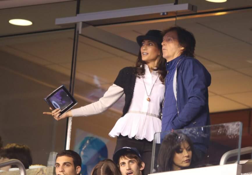 Paul McCartney et son épouse dans la loge VIP