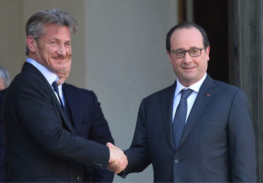 Poignée de mains entre l'acteur et François Hollande