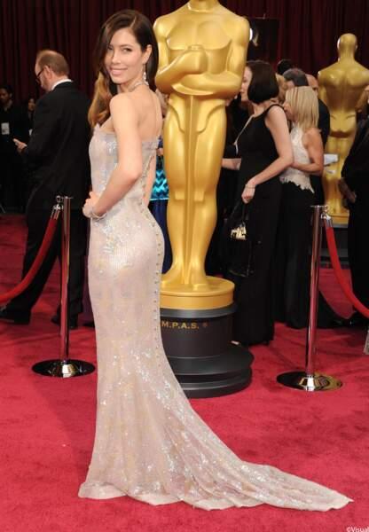 Jessica Biel arrive sur le tapis rouge en Chanel