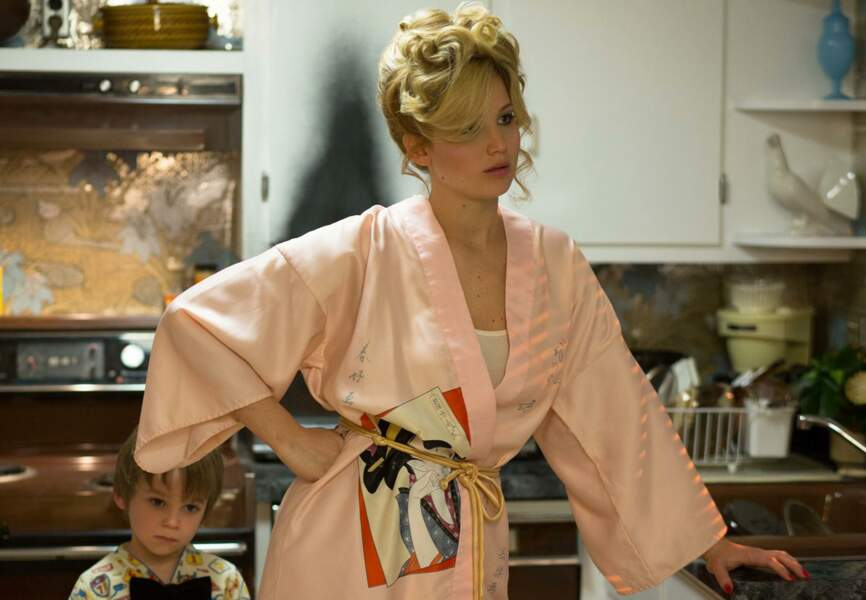 Jennifer Lawrence parfaite dans son déshabillé japonisant