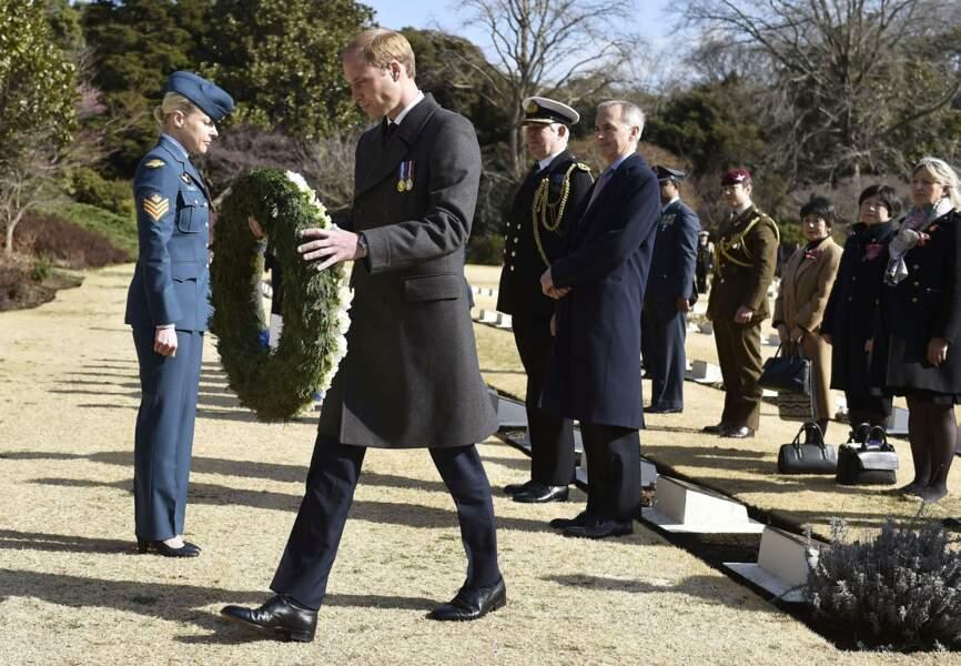 Le prince William a rendu hommage aux soldats  britanniques de la Seconde Guerre mondiale au cimetière de Yokohama
