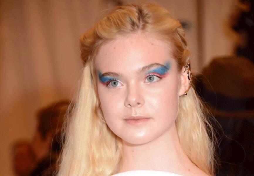 Elle Fanning et sa mise en beauté piquée à Ziggy Stardust