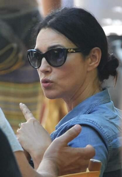 Monica Bellucci discute avant le tournage