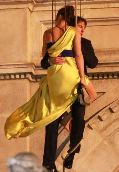 Curieuse manière de danser pour Tom Cruise et Rebecca Ferguson