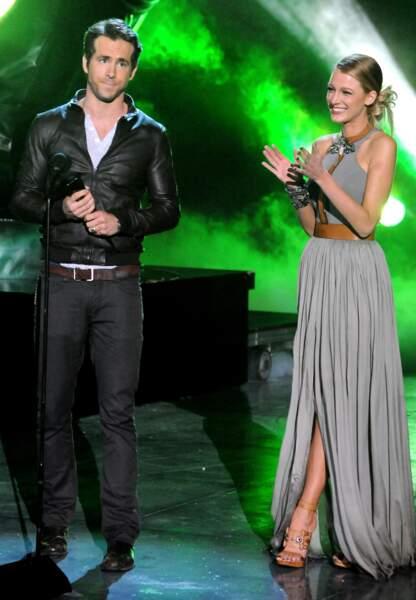 """Ryan Reynolds et Blake Lively à Los Angeles durant l'émission Spike TV's """"Scream 2010"""". Blake Lively en Gucci"""