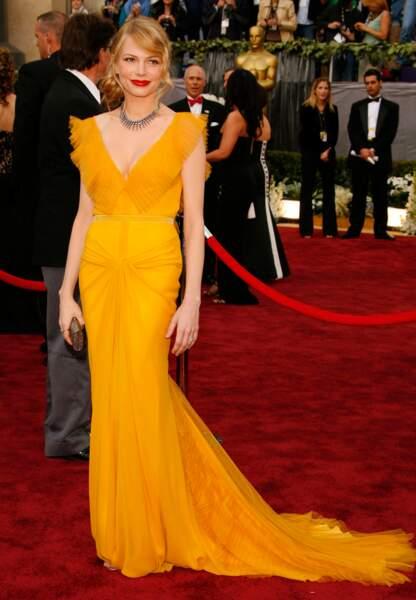 Michelle Williams dans une éclatante robe mandarine aux Oscars