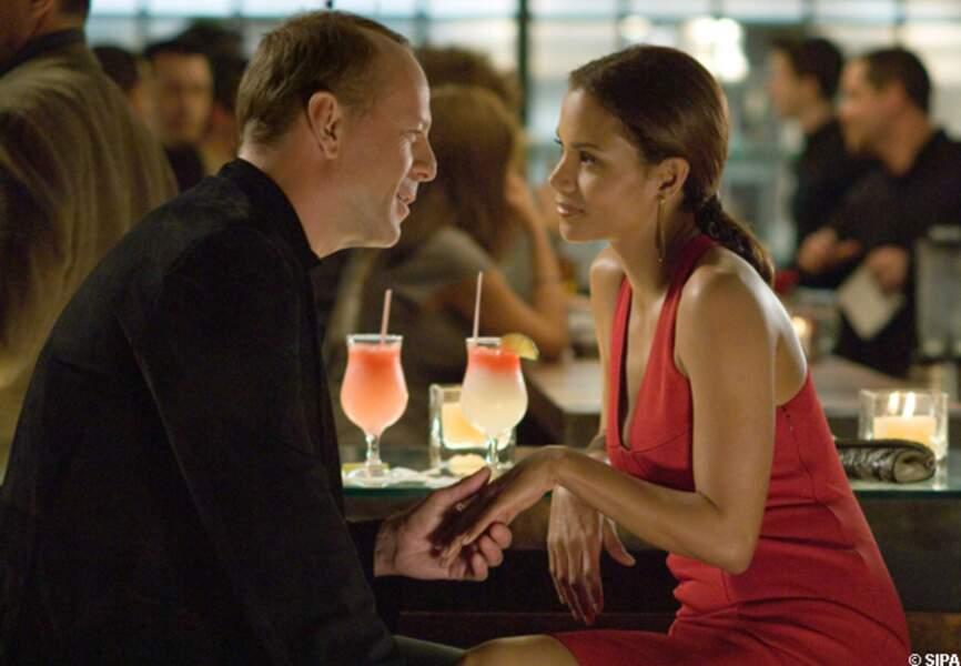 Bruce Willis et Halle Berry dans Dangereuse séduction en 2007