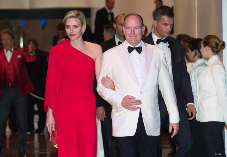Albert II et son épouse Charlène à leur arrivée au 67e gala de la Croix-Rouge