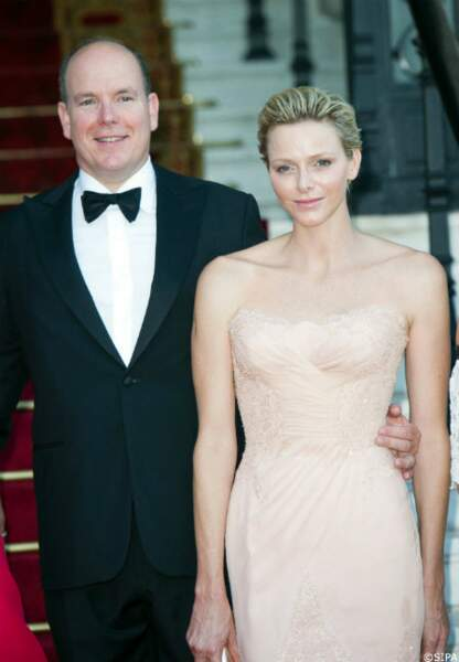 Albert et Charlène de Monaco rayonnant au Love Ball