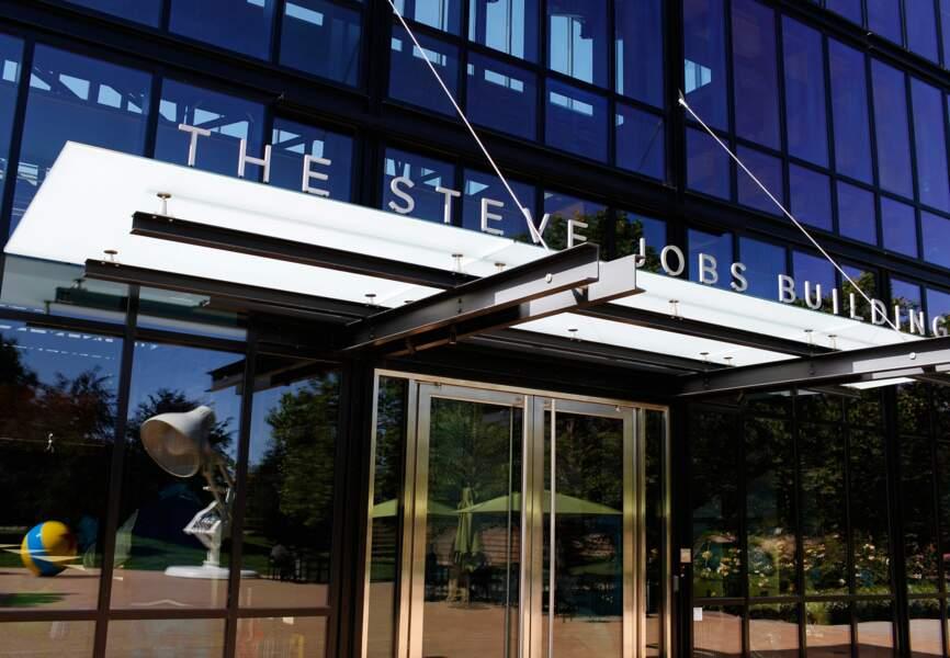 L'entrée de l'immeuble Steve Jobs