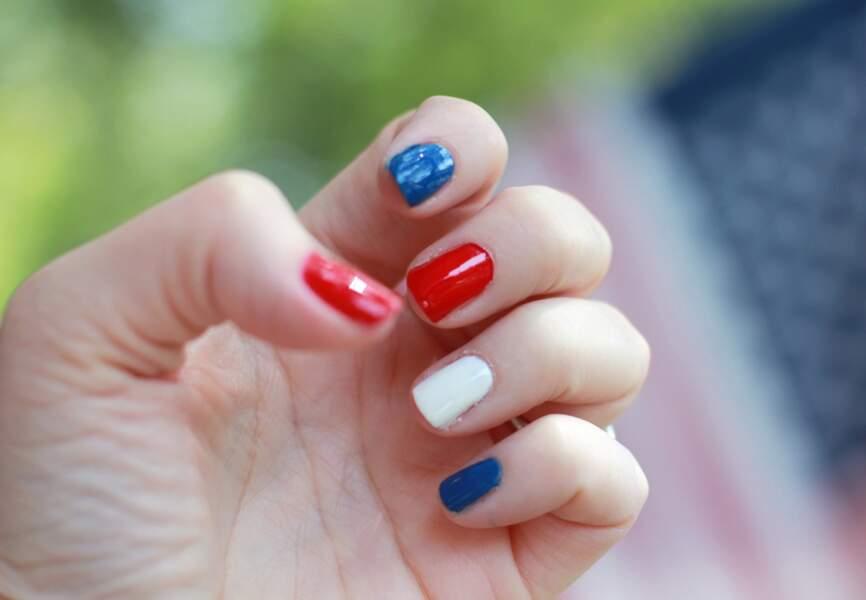 Bleu, blanc, rouge, le drapeau tricolore pour soutenir l'équipe de France