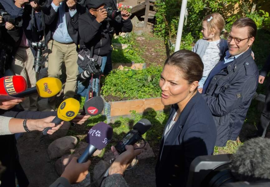 La presse s'est massée devant l'école de la petite princesse