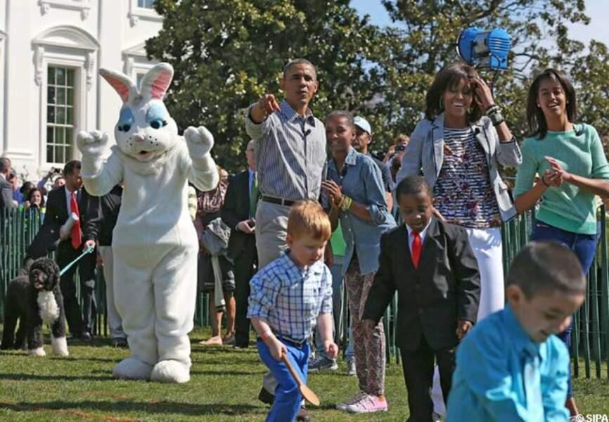 Une journée ensoleillée avec le lapin de Pâques