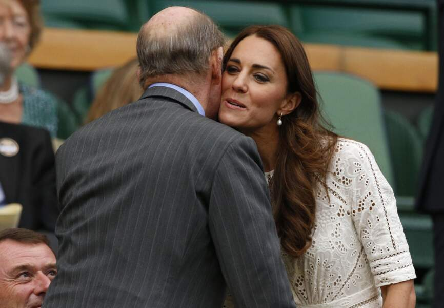 La duchesse Kate salue le prince Edward