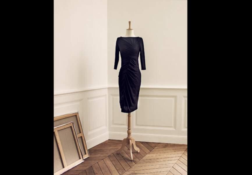 Robe noire mi-longue drapée