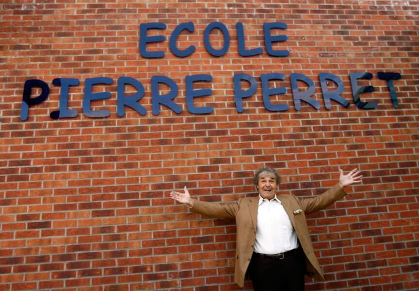 Combien de chanteurs peuvent se venter d'avoir une école à leur nom? Pierre Perret en a 30.