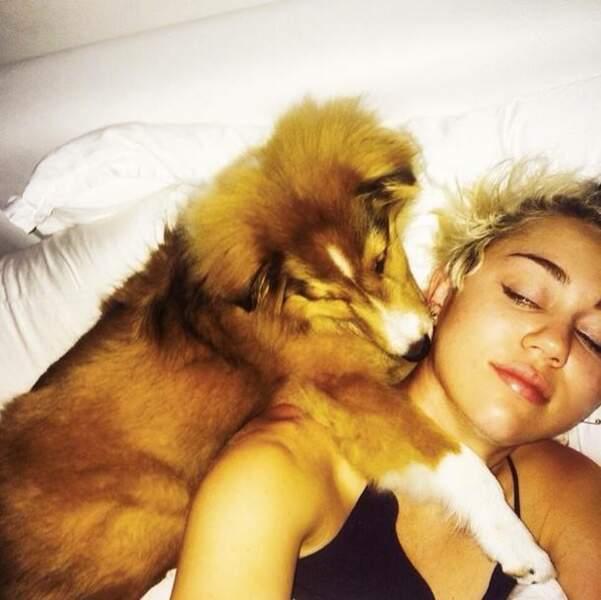 Miley Cyrus et son chien, Emu
