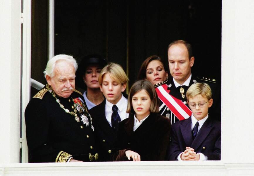 19 novembre 97: Le prince Rainier, Caroline, Stéphanie, Albert II, Charlotte et ses frères
