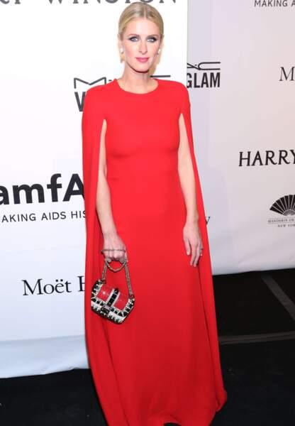 Nicky Hilton et sa robe cape