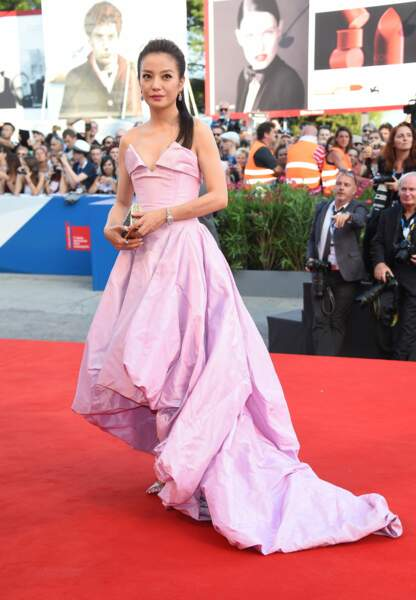 Zhao Wei en lilas Vivienne Westwood Couture
