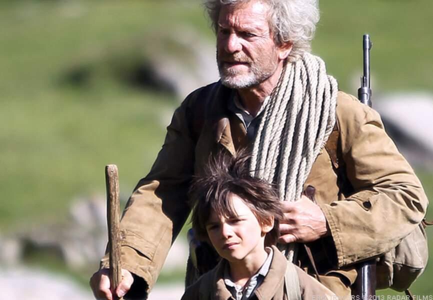 Belle et Sébastien, c'est aussi la belle relation entre un petit garçon et songrand-père adoptif