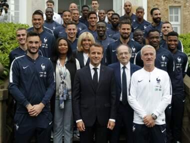 Photos - Brigitte Macron radieuse en blazer bleu marine à Clairefontaine