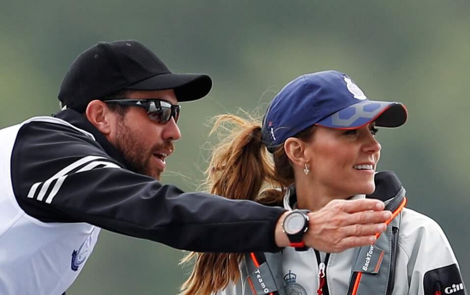 Sportive, Kate Middleton a mouillé le maillot lors de la régate King's Cup ce 8 août