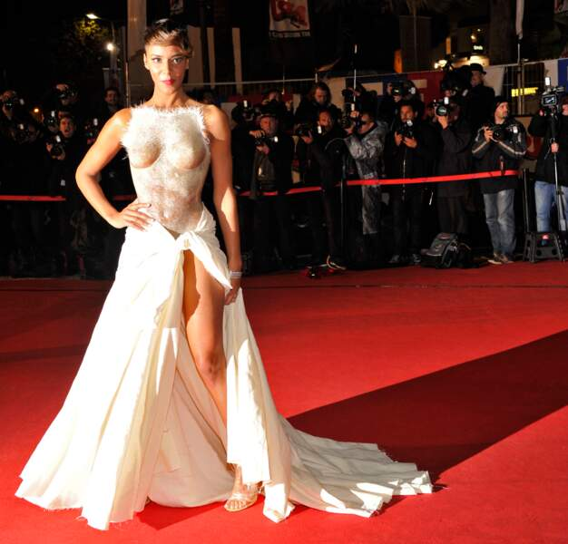 La robe transparente de Shy'm en 2012