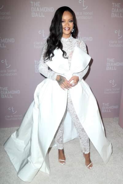 Rihanna, rayonnante avec une robe de la collection automne 2018 d'Alexis Mabille