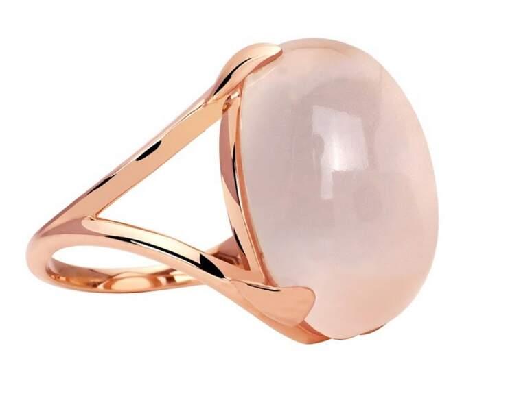 Bague en plaqué or et quartz rose, 159 € (Murat Paris).
