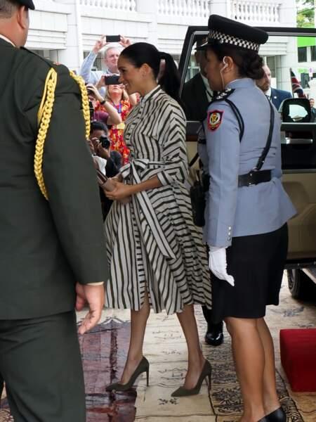 La duchesse de Sussex arrive à la Maison du Gouvernement aux Tonga, le 26 octobre 2018.